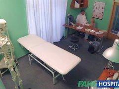 FakeHospital Seksi sarışın MILF sonra beslemeleri masanın üzerine doktor sikikleri