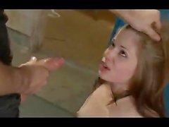 Thin Redhead se fait baiser dans le vestiaire. LE VOIR À MON PROFIL