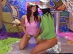 İşlemleri Eşcinsel gençlere Kim and Janet lick ve oyuncağı yarıklar
