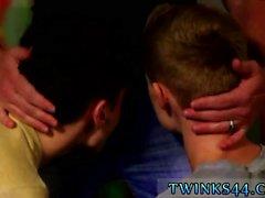 Eller serbest orgazm gay twink Püskürtülür ve cezalandırılır