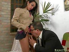 Busty transexuelle anal baisée par le médecin