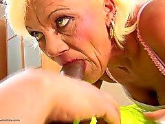Haarige Oma erfolgt anale