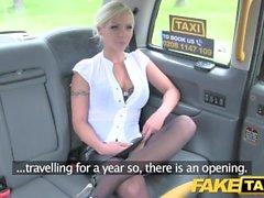 Taxi finto gola profonda conati di vomito MILF ottiene il sedile posteriore sedile posteriore