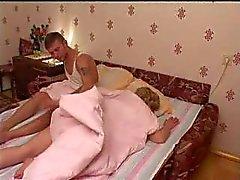 Amatööri Gangbang nukkumiseen Mom