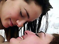 Caliente morenos lesbianas peludas follar bedroom