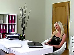 Pussylicking les casting babe doggystyled