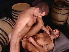 Vinnie De Angelo follandose a Steve Cruz