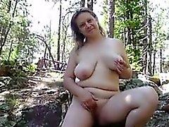 Ama de casa Naked al aire libre