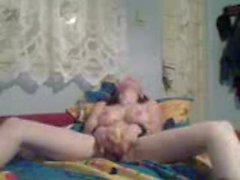 Потрясающе белокурая девушка , используя ее фаллоимитатор во влагалище - домашние