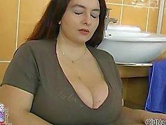 Vollbusigen dicken Frau dreht durch Lutschen