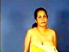 Indiennes Aunty exhibe sa mésanges