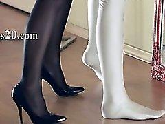 Kuumaa lezzies sukupuolta edessään mirror