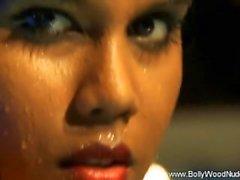 Bollywood Nudes'tan Temizleme Ritüeli