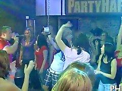 Йонг девочек трахались после того танцев