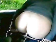 Naughty arabisch Fisting ihre Selbst Esels In Einem Auto