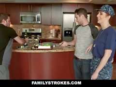 FamilyStrokes - Curvy Esposa Militar arado por Stepson