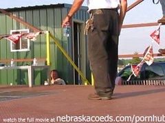 interessanten Amateur- Pol bei einem Iowa Biker Massenversammlung Abziehen contest