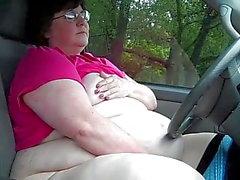 SSBBW Slut si masturba in pubblico
