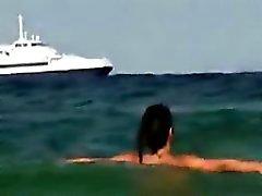Bellissima Ragazza Nuda esterna Ad Una Spiaggia