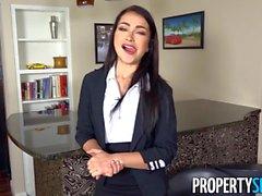 PropertySex - L'agent immobilier exclut une grande offre