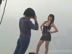 Une photographe lesbienne se fait dévorer par son mannequin amateur