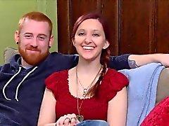 Nervöse Amateur Paar geht an eine Swinger Partei zu wechseln