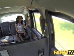 Fake Taxi Sexo MILF enojado ama montar polla en taxi de Londres