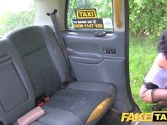 Fake Taksi Sex hullun MILF rakastaa ratsastaa kukko Lontoossa taksi