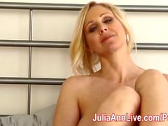 Milf Julia Ann Vous taquine avec Lingerie et vous aide Cum!