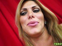 Latina trans Kananda Hickman a baisée Nature