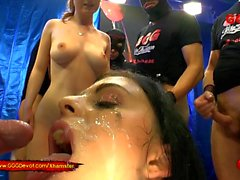 Sexo Cum And Piss para Alice Nice y Lia Louise - GGG Devot