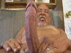 Old человек с большим Wanking инструментальной