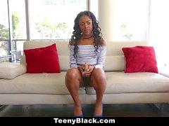 TeenyBlack Black Teen fodido em vídeo pela primeira vez