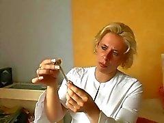 Enfermeira alemã dá primeiros socorros aos feridos - Cireman