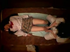 Schoolgirl obtém despojado como uma massagista lhe dá uma massa quente