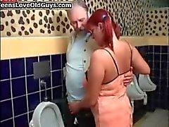 Grote tieten redhead tiener houdt van zuigen part1