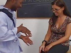 ИФОМ Марии Беллуччи добивается своего Волосатый киска и анальный трахавший черный петух