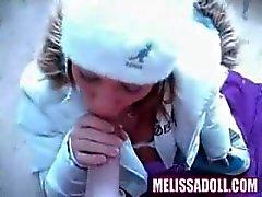 Melissa muñeca est tellement excité qu'elle fourre dehors en hiver