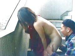 Sevimli Asya sıcak açık oral seks vererek