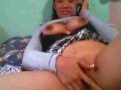 Pinay mom на кулачке nilaro ang matambok nyang pekpek.