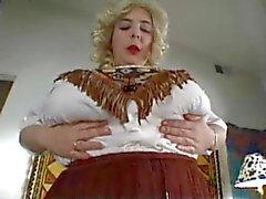 de femme potelée avec de gros seins à caractère solipsiste