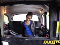 Táxi falso russo buceta peluda seios naturais