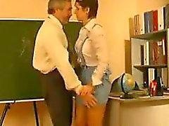 Collégienne baisée par son prof