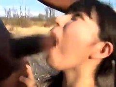foda ao ar livre inter-raciais com boquete depois facial