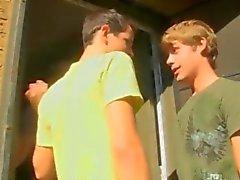 Reiz Twinks fressen einer Kerle Schnitzer