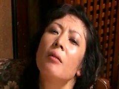 Houkuttelevia Oriental vaimo hieno perse on riippuvainen