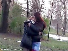 Gamla och unga lesbiska gör ut part4