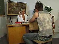 foda professor de alemão com um jovem b Dale de dates25com
