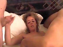 Lite män knulla min flickvän om att ligger sexigt