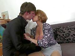 Atractivo la mama Chicas chupar y carajo de su hijo sin